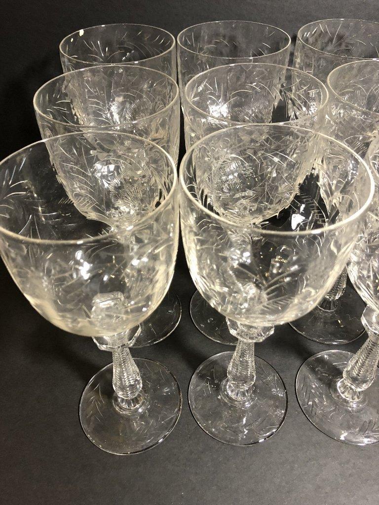 Twelve engraved wine glasses, circa 1930 - 3