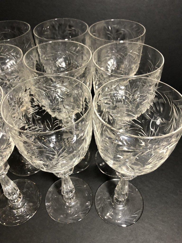 Twelve engraved wine glasses, circa 1930 - 4