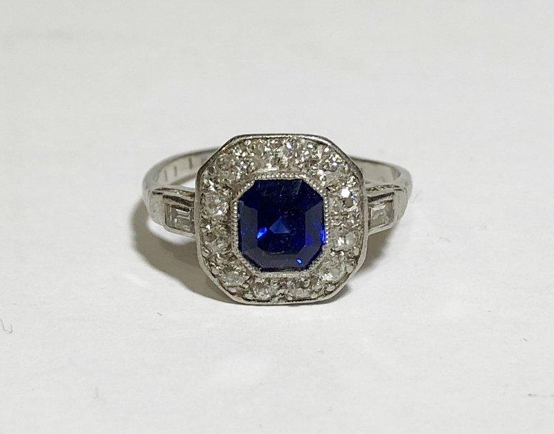 Platinum, diamond & sapphire ring, c.1930, 2.5dwts
