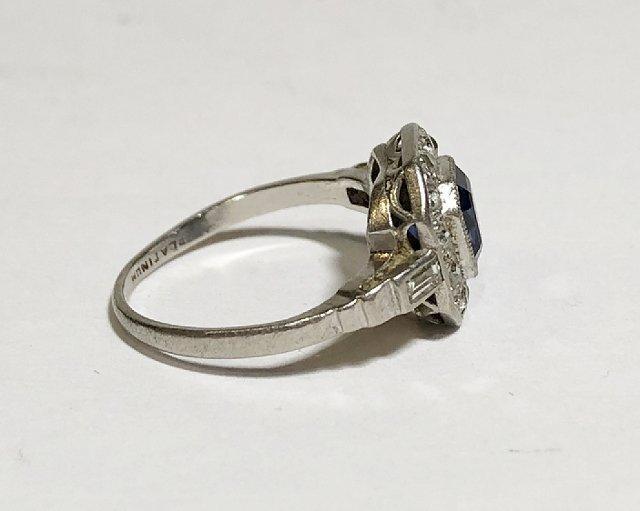 Platinum, diamond & sapphire ring, c.1930, 2.5dwts - 4