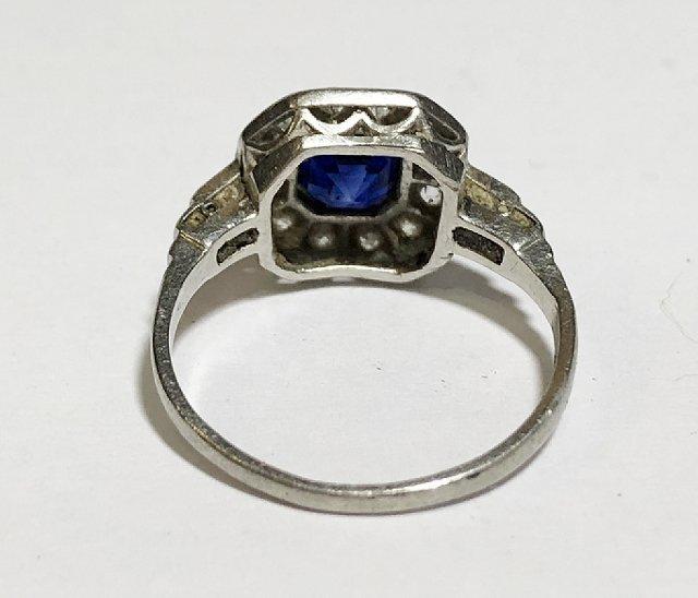 Platinum, diamond & sapphire ring, c.1930, 2.5dwts - 6