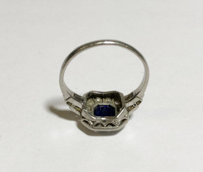 Platinum, diamond & sapphire ring, c.1930, 2.5dwts - 7