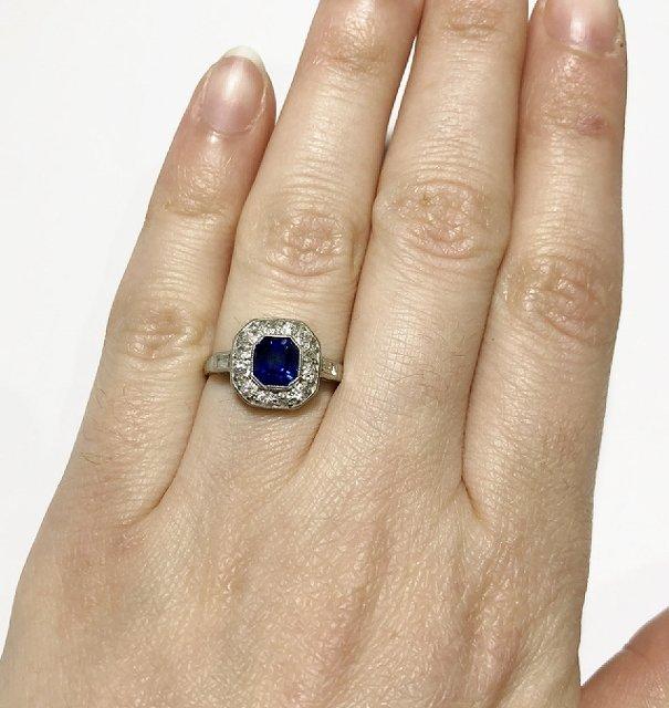 Platinum, diamond & sapphire ring, c.1930, 2.5dwts - 9