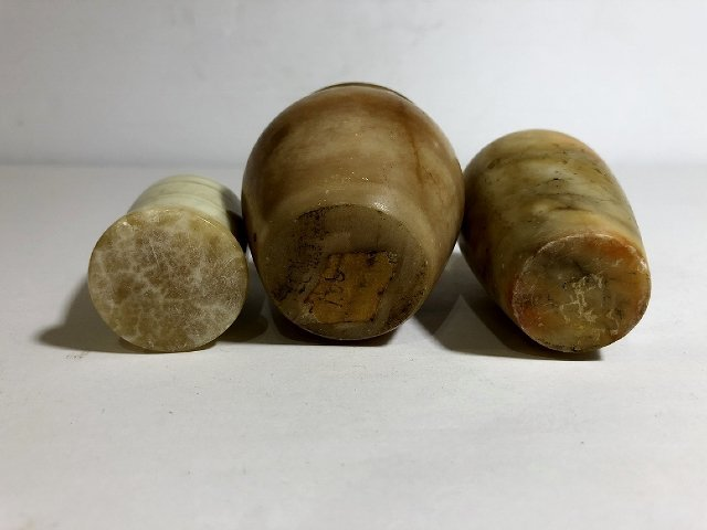 Three alabaster and onyx stone urns - 2