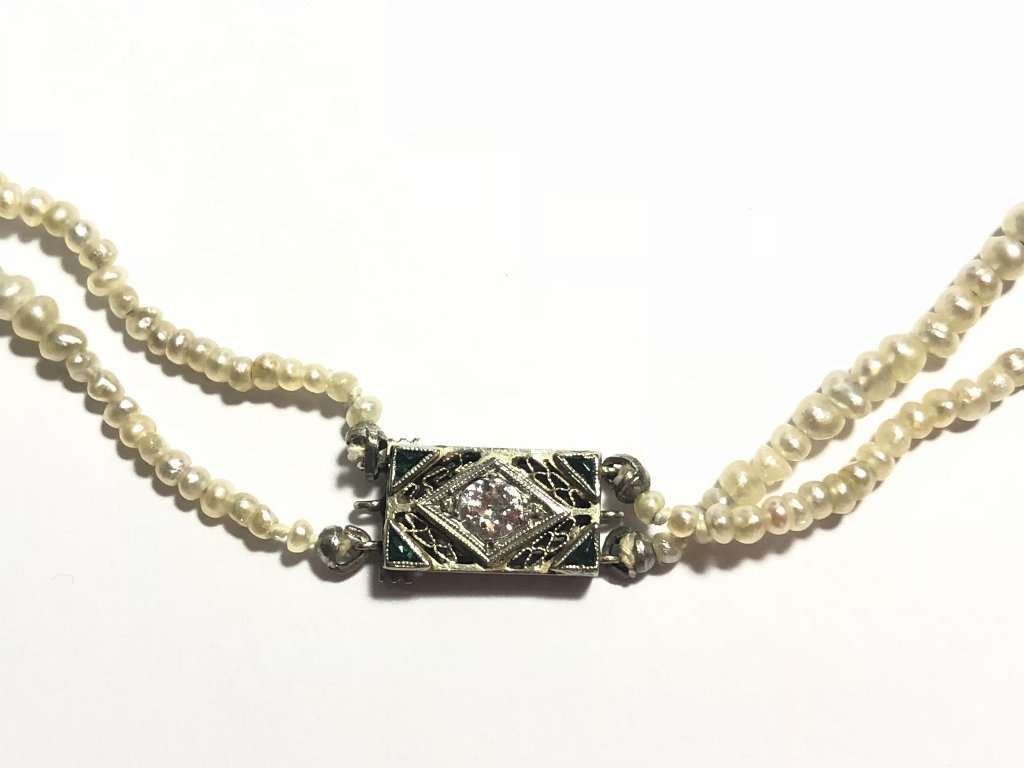 Strand of pearls with antique diamond clasp - 3