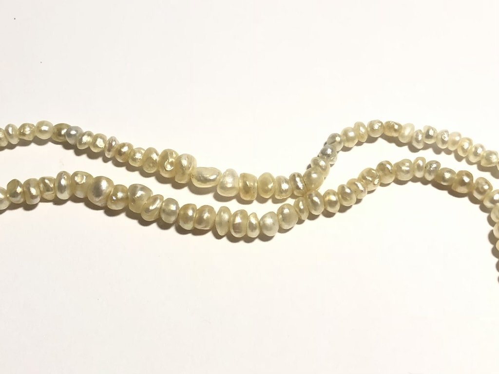 Strand of pearls with antique diamond clasp - 4