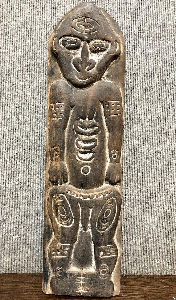New Guinea Sepik river wood carving