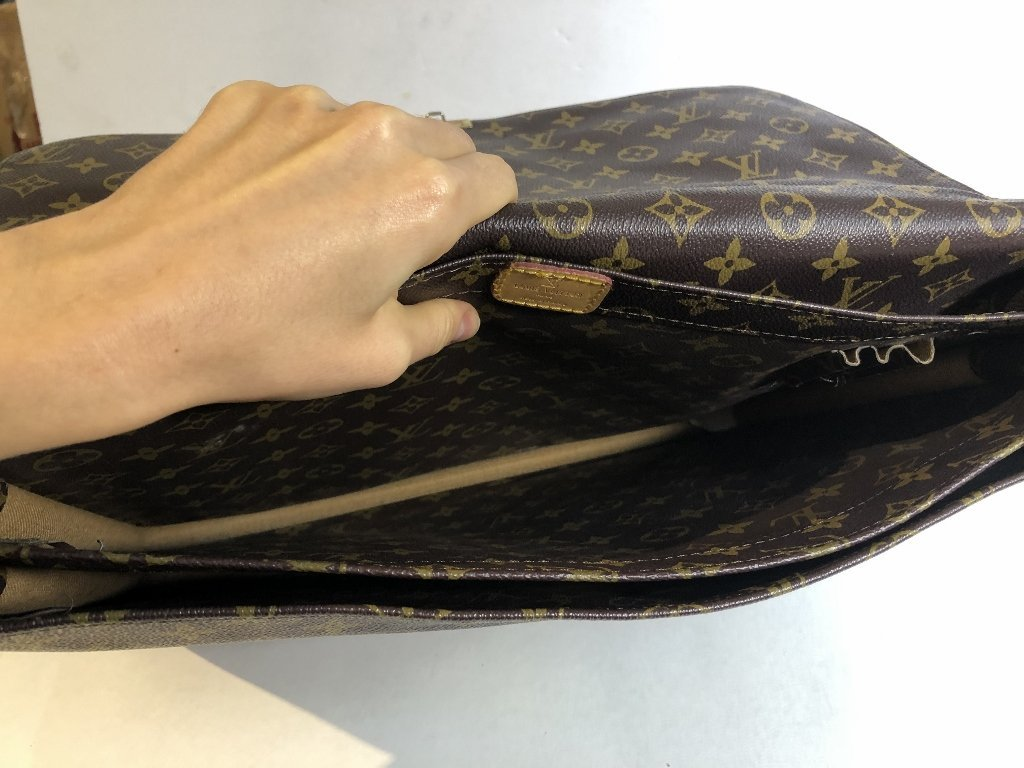 Louis Vuitton documents bag - 8