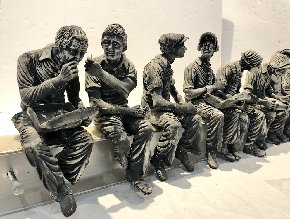 Sculpture of working men lunch on steel beam by Furnari - 5