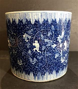 Large Chinese porcelain vessel, 19th/20thc