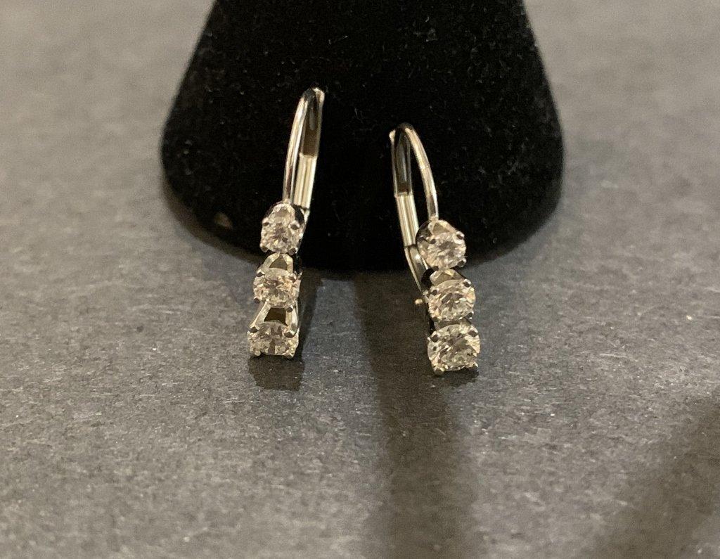 14k white gold diamond earrings 0.7 dwt