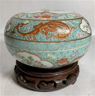 Chinese covered porcelain box