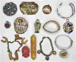 18 pieces of costume jewelry incl bakelite