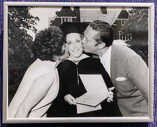 Lesley Gore Sarah Lawrence graduation photo