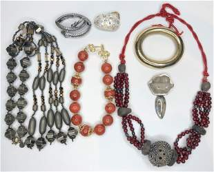 Seven pieces of miscellaneous costume jewelry
