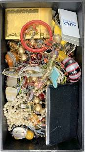 Tray of costume jewelry items(12th street estate)
