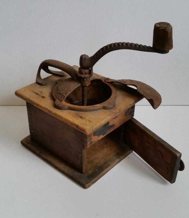 Antique Crusher In Wood And Iron