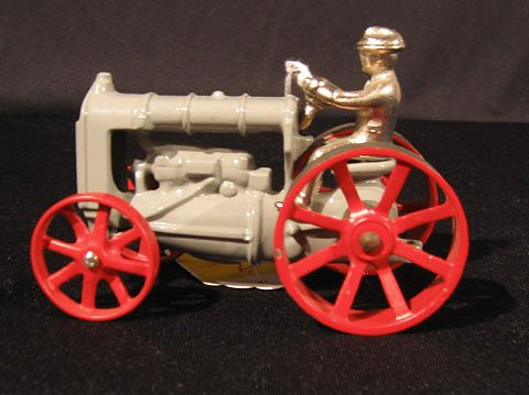 2009: Arcade Cast Iron Toy Tractor Fordson