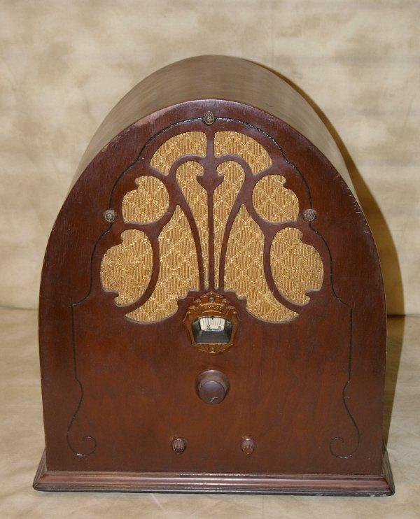 1008: 1930 Model 20 Philco Radio Cathedral