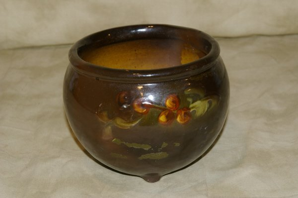 1019: Unmarked McCoy Hand Painted Pot
