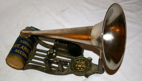2139: Cast Iron Lion Puck Phonograph