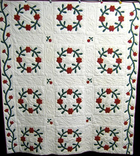 415: Quilt. Applique. Red and green floral wreath.