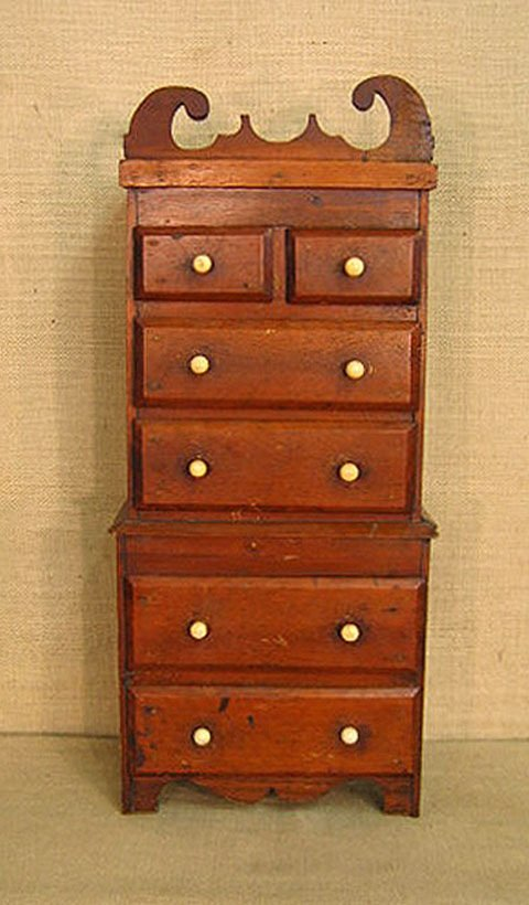440: Diminutive chest of drawers. doll furniture