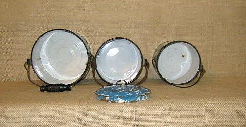 910: Graniteware. collection of 3 graniteware pails - 2