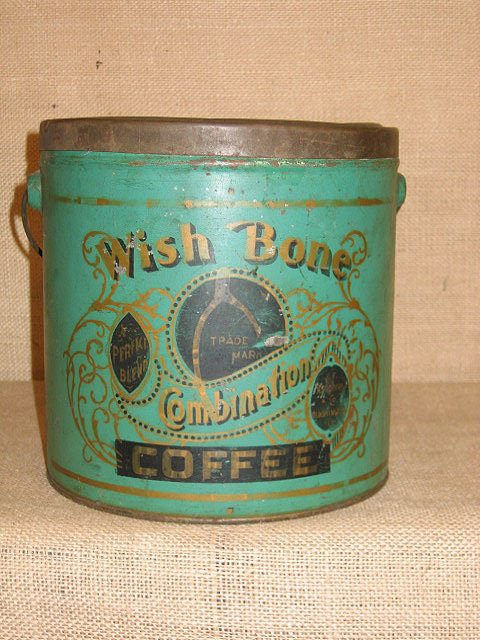 924: General store. Four general store tins. - 8