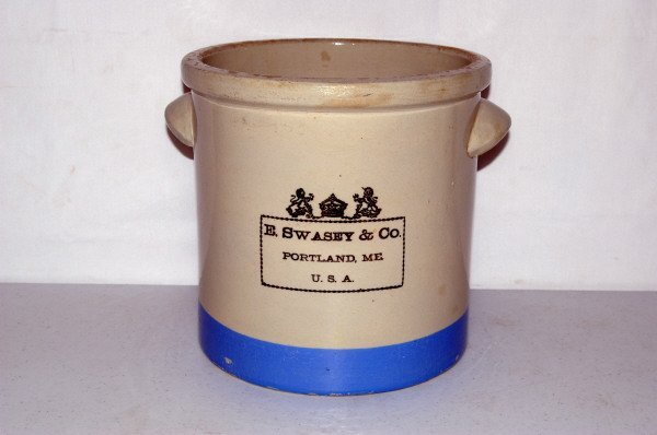 507: Swasey & Co. Blue Stripe Crock With Handles