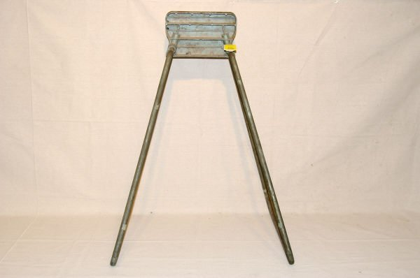 1090A: Vintage Johnson Outboard Motor Display Stand - 5