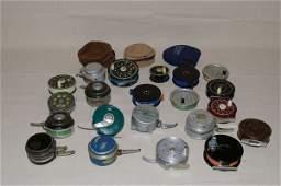 1227: 21 Assorted Vintage Fly Reels