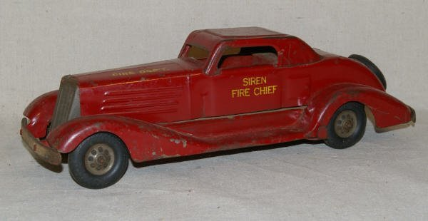 1015: Marx Fire Chief Pressed Steel Car Wind Up Toy