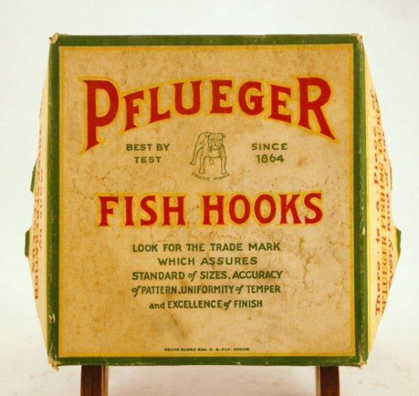 516: Pflueger Fish Hooks Country Store Box Case