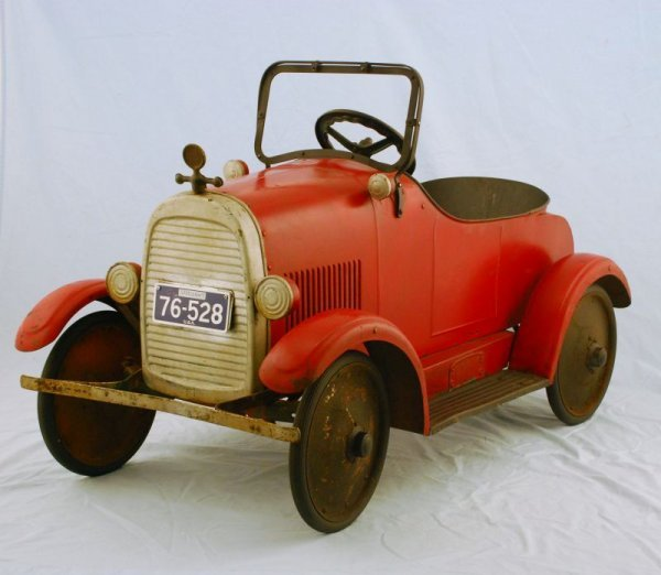 44: 1920s Steelcraft Lincoln Pedal Car