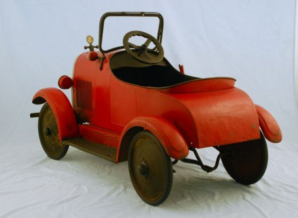44: 1920s Steelcraft Lincoln Pedal Car - 2
