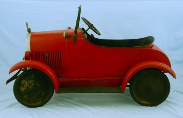 44: 1920s Steelcraft Lincoln Pedal Car - 4