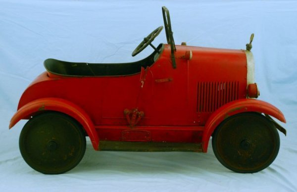 44: 1920s Steelcraft Lincoln Pedal Car - 5