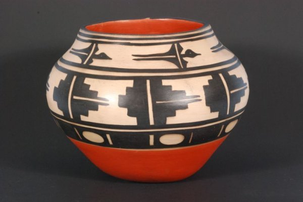 563: Santo Domingo Pottery Jar Signed Paulita Pacheco