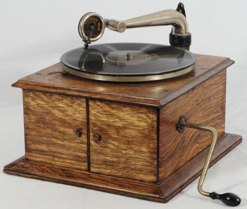 14: Victor Talking Machine Phonograph
