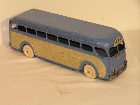 39: Kinsbury Pressed Steel Toy Greyhound Bus