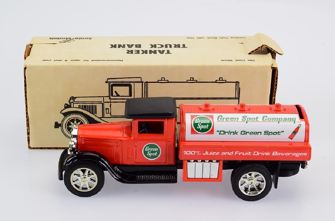 Scale Models VINTAGE STYLE GREEN SPOT MODEL TRUCK 1993