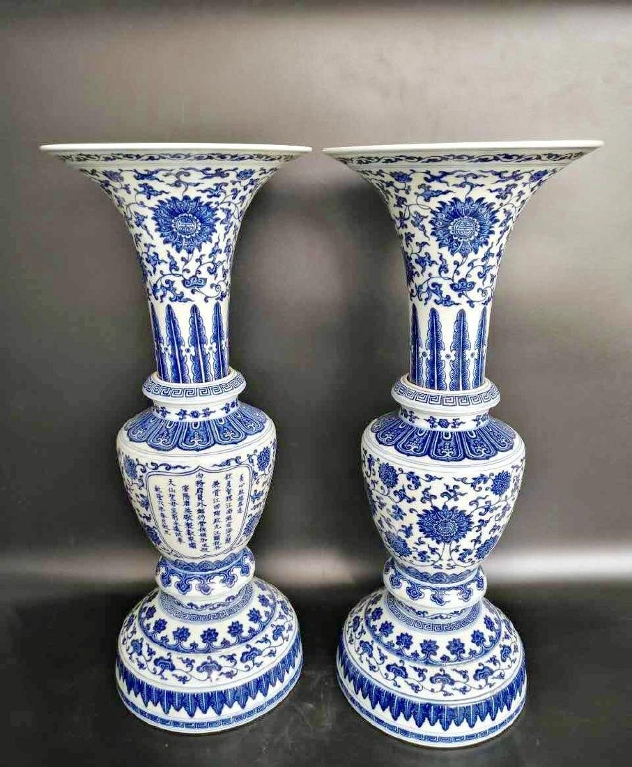 A PAIR OF BLUE AND WHITE BEAKER VASE