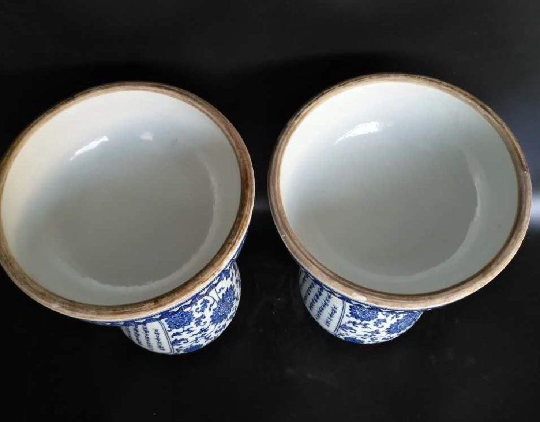 A PAIR OF BLUE AND WHITE BEAKER VASE - 8