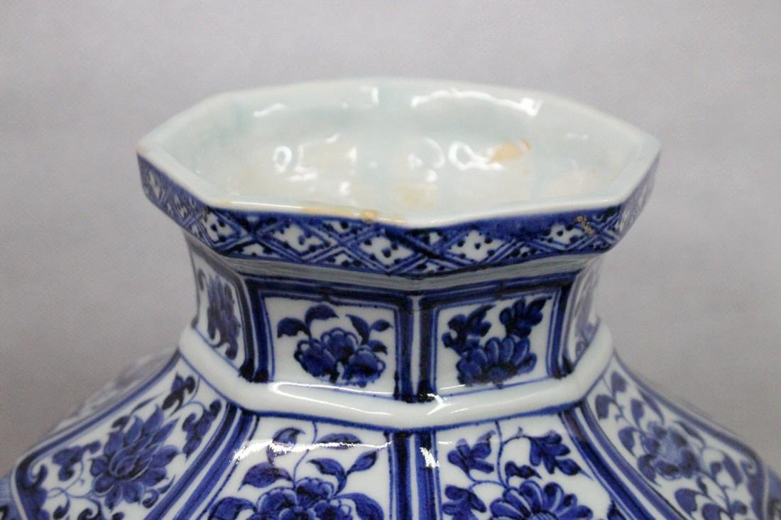 A BLUE AND WHITE HEXAGONAL MEIPING VASE - 5