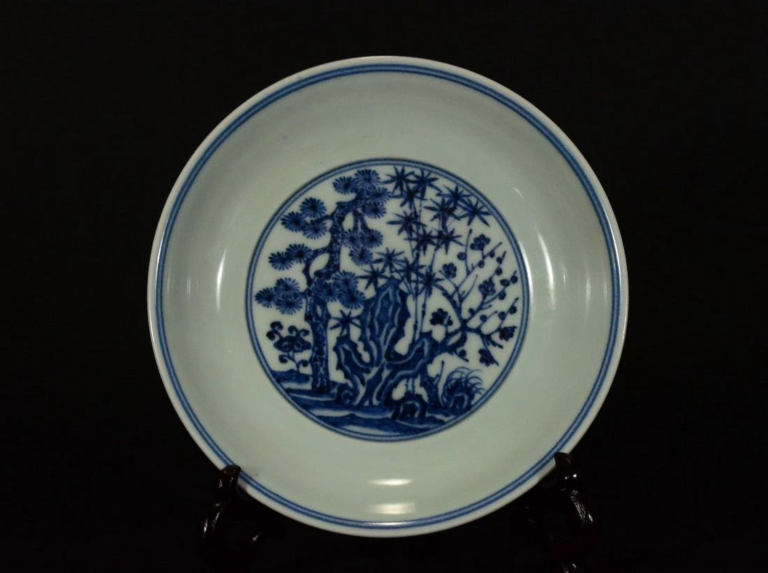 A BLUE AND WHITE PLATE, XUEDE SIX CHARACTER MARK