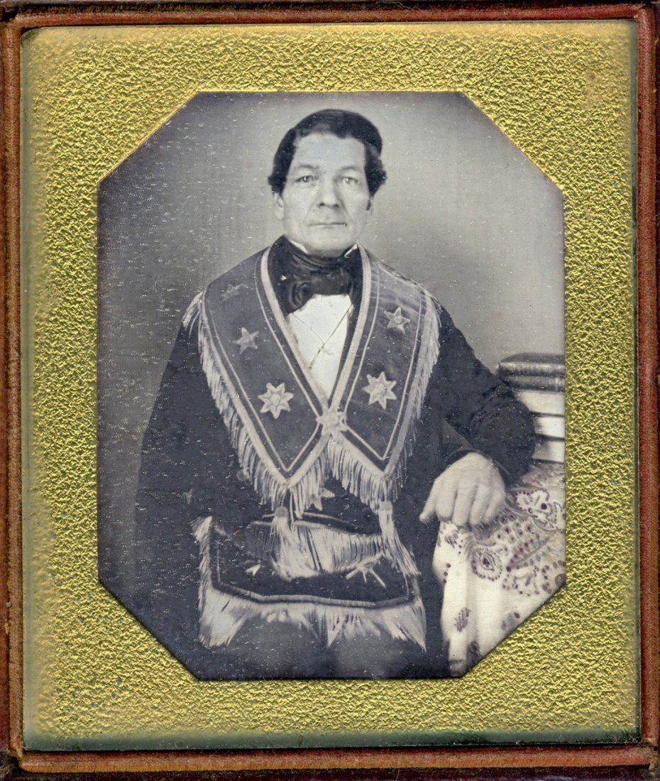 1840s MASON WEARS BANNER WITH STAR MOTIF