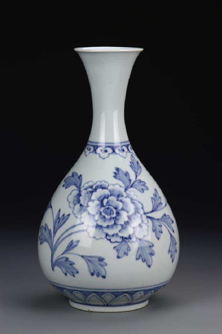 Korean Blue and White Yuhuchunping Vase, MOB