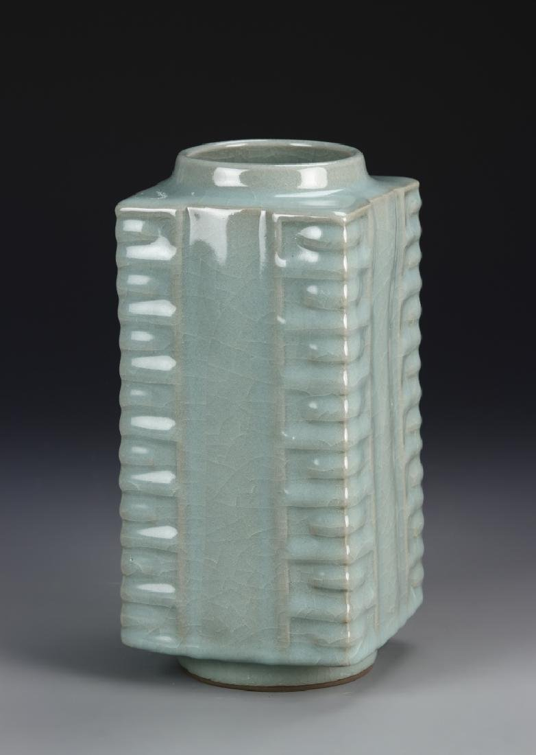 Chinese Lung Quan Yao Gong Vase