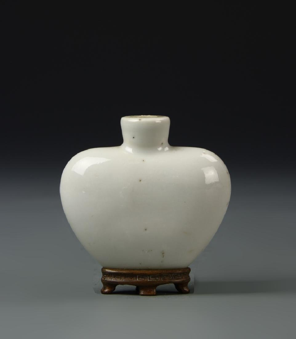 Chinese White Porcelain Snuff Bottle
